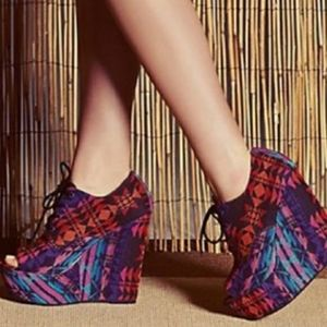 Steve Madden Windupp Wedge in Tribal Print